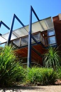 design of homes in hot arid desert conditions